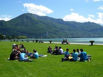 Picnic près du lac d'Annecy