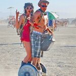 Couple sur un Segway lors du Burning Man