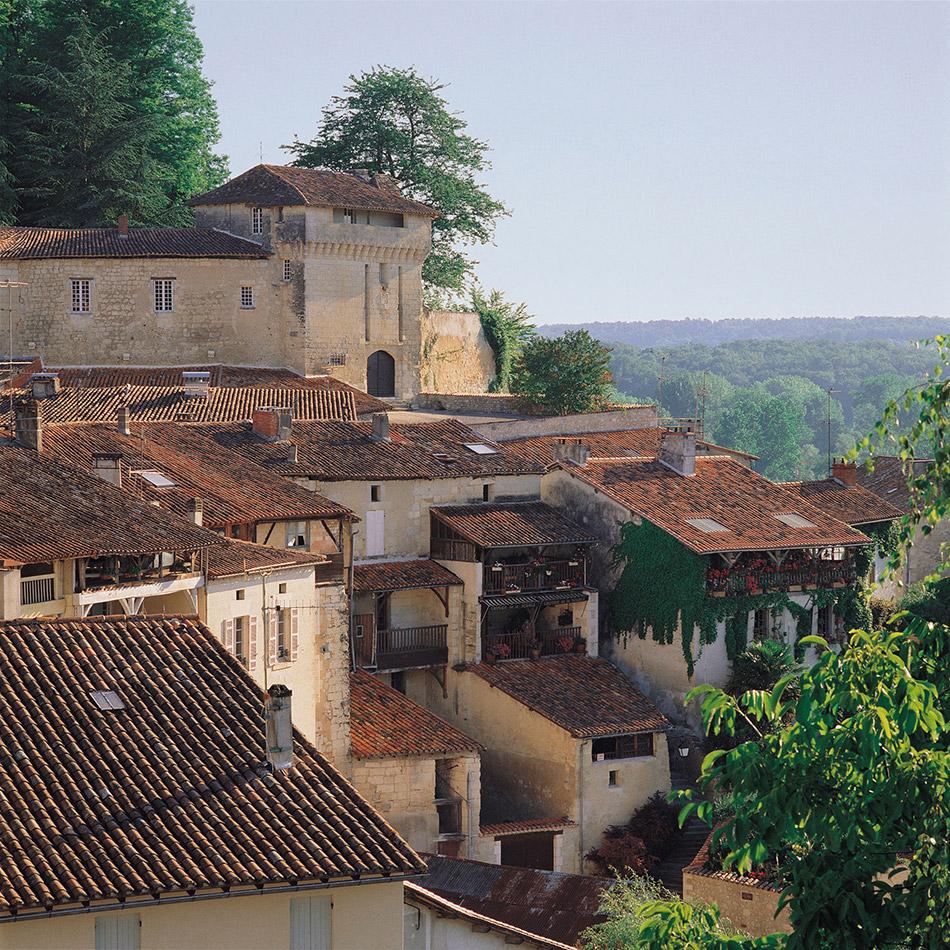Le magnifique village d'Aubeterre
