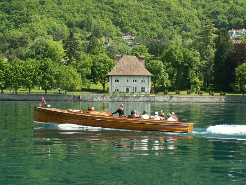 balade sur le lac d'Annecy en bateau