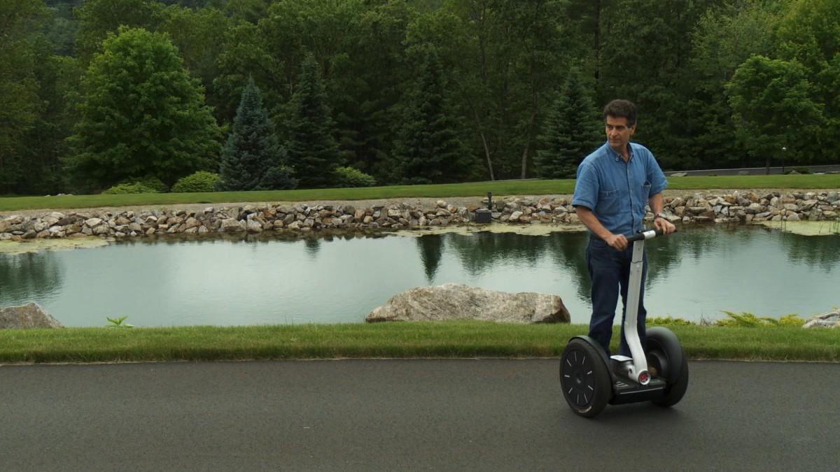 Dean Kamen sur un Segway