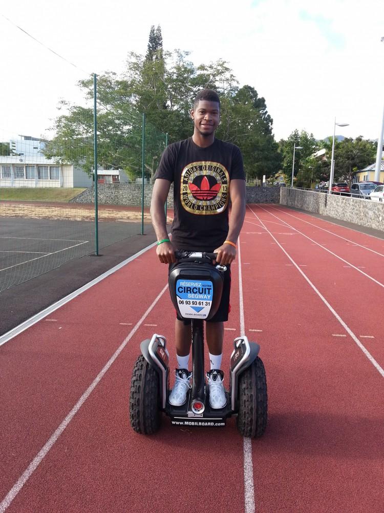 Julien Ateba à gyropode Segway Mobilboard