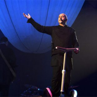 Peter Gabriel fait son show à gyropode Segway