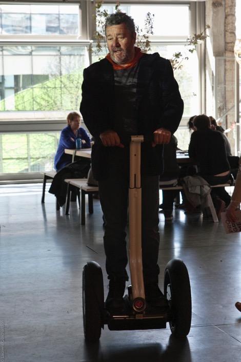 Philippe Starck sur son gyropode Segway