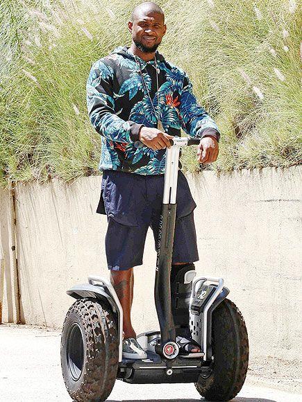 le chanteur Usher se promène à gyropode Segway