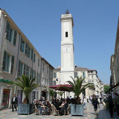 Se détente place de l'horloge à Nîmes