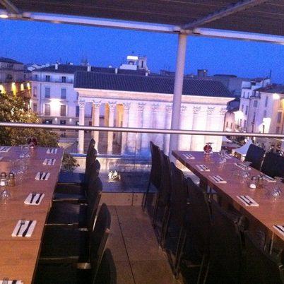Restaurant panoramique avec vue sur la Maison Carrée de Nîmes