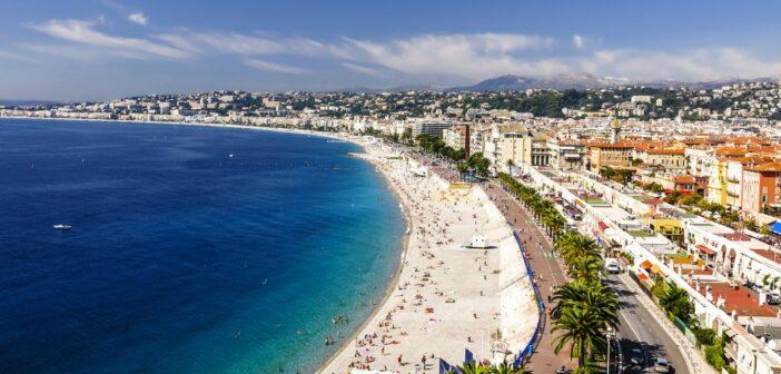Vue panoramique sur la Baie des Anges à Nice