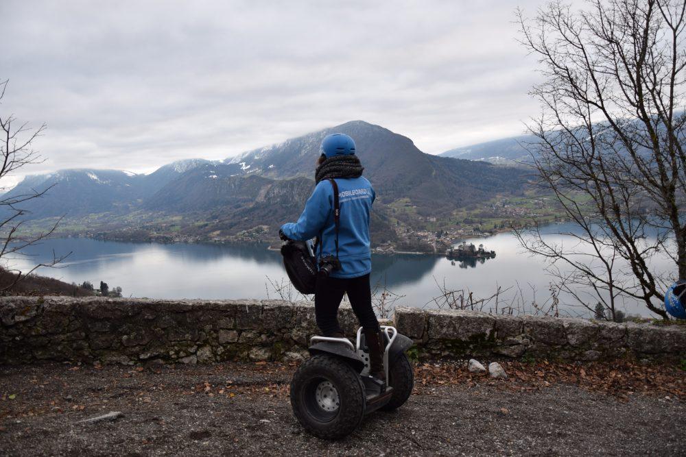 Vue magnifique sur le lac d'Annecy avec Mobilboard