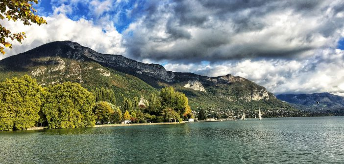 Visiter Annecy - paysage et lac en Segway