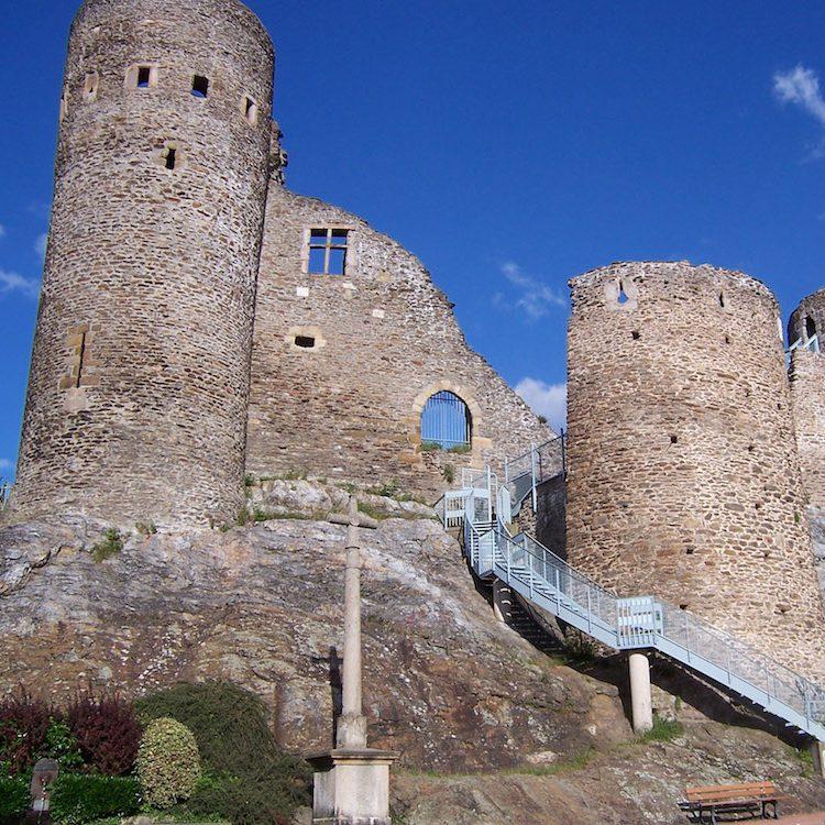 Visiter la Vallée Du Rhône : Monument St-Etienne
