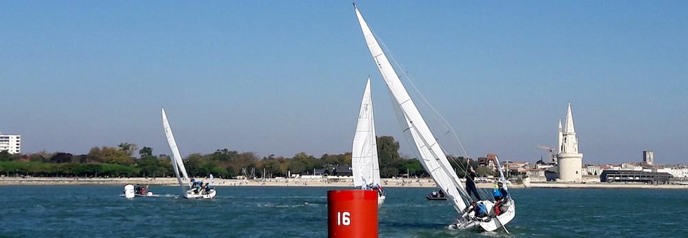 @crédit photo Mobilboard La Rochelle La rade de La Rochelle située avant l'entrée du Vieux Port – Tour de La Lanterne