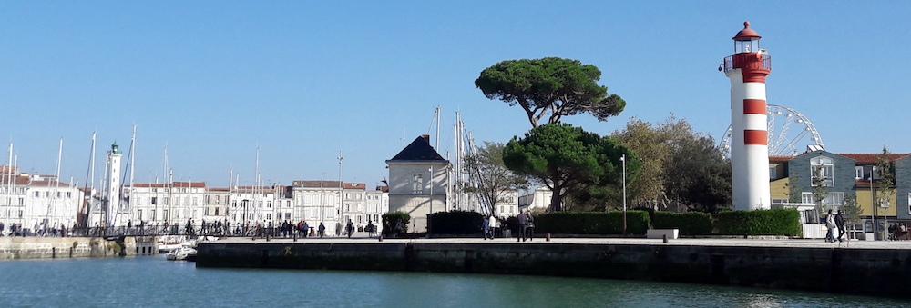 @crédit photo Mobilboard La Rochelle Les Phares de La Rochelle signalent l'entrée du chenal qui mène au Vieux Port