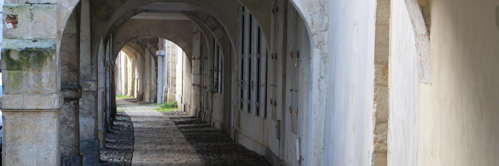 @crédit photo Mobilboard La Rochelle Les Arcades historiques du Centre Ville